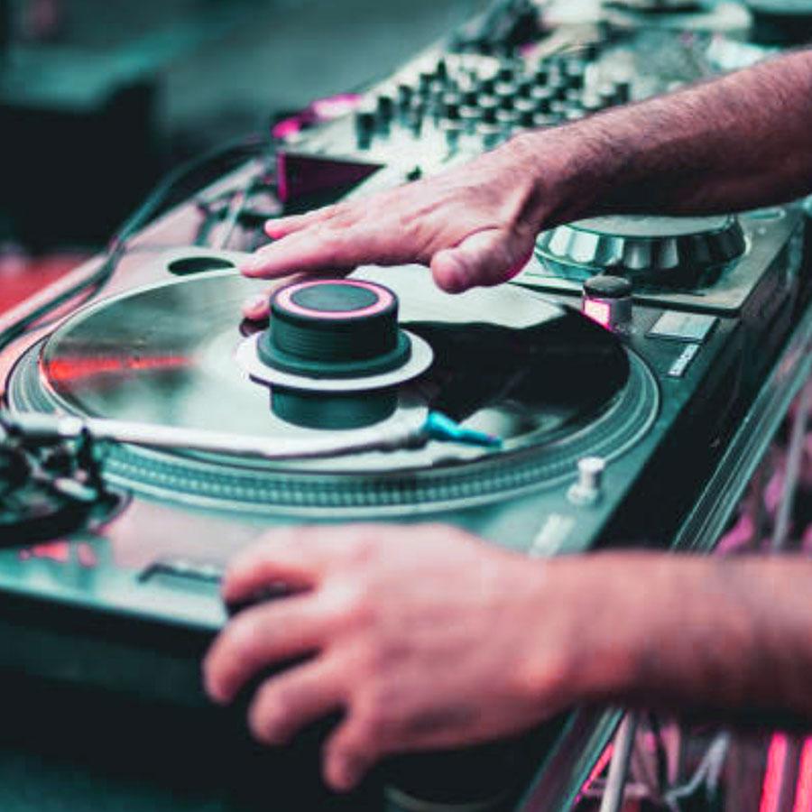 Virtual Live DJ